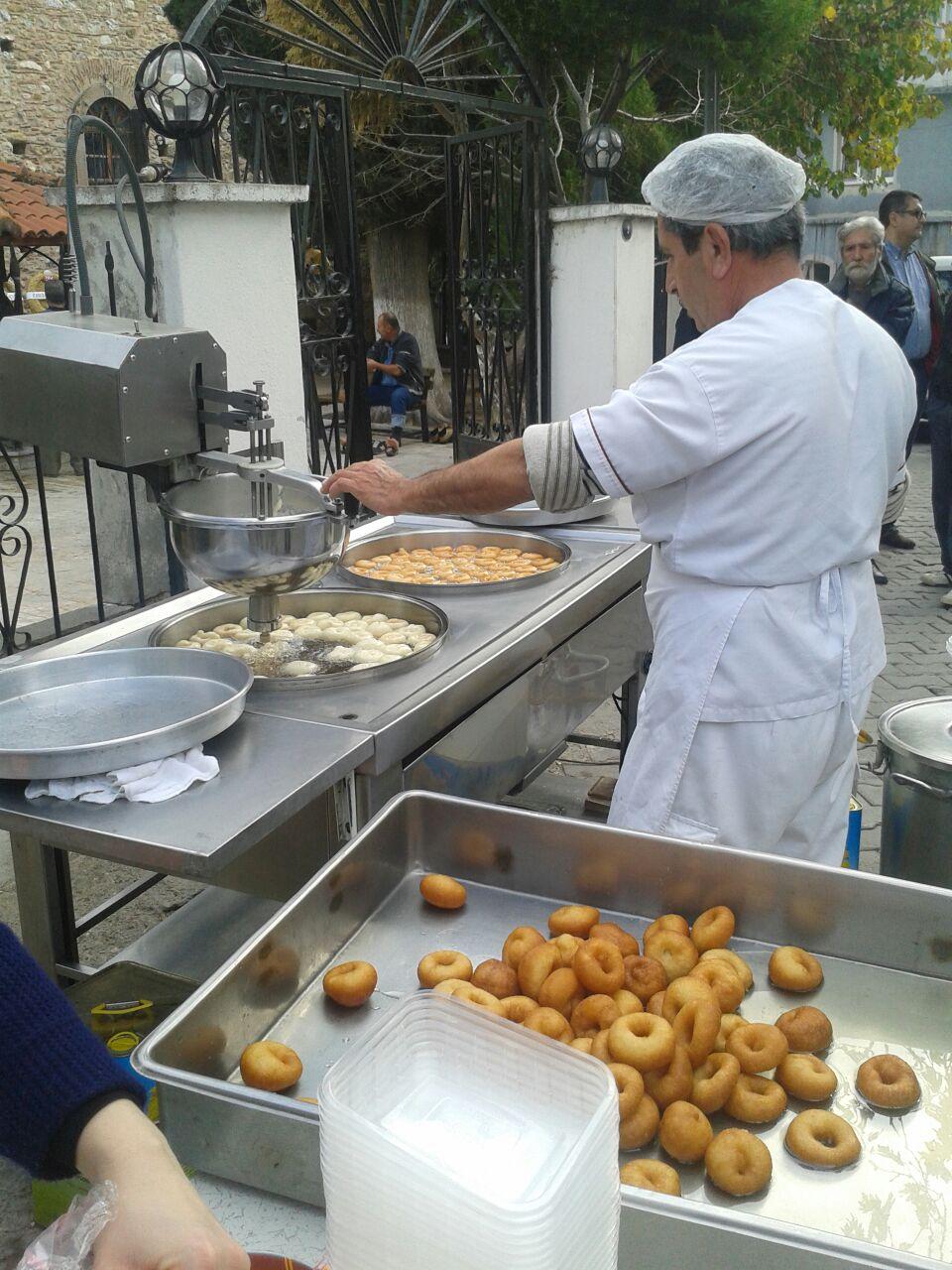 Lokmacı Tatlıcı – İzmir Lokma  Tatlısı